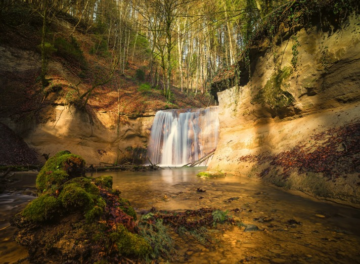 waterfall-2115206_1920